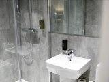 airways_hotel_bathroom_big