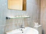 bayswater_inn_bathroom1_big