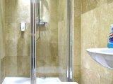 beaconsfield_hotel_shower1_big