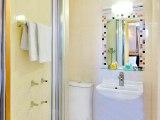 craven_hotel_bathroom_big