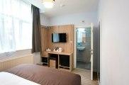 apr17_docklands_lodge_room1