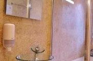 hour_glass_hotel_bathroom1_big
