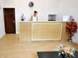 hyde_park_suites_reception1_big