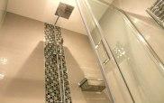 k_hotel_shower