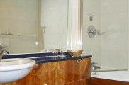 quality_hotel_london_wembley_bathroom_big
