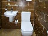 jun15_lucky_8_hotel_bathroom1