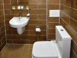 jun15_lucky_8_hotel_bathroom2