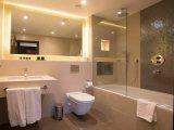 st_georges_hotel_wembley_bathroom_big