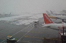 Snow Falls Hit Christmas Holiday Travel Plans.