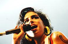 Amy Winehouse turns to Buddhism