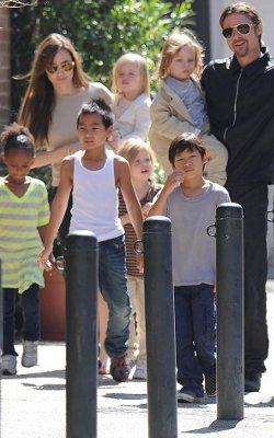 Brad Pitt and Angelina Jolie to attend Jubilee street party in Richmond.