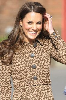 Duchess Catherine spotted buying maternity clothes in Topshop