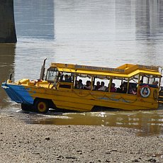 "Converted DUK-W amphibious assault craft in use as a tourist bus, River Thames, Vauxhall, London 2007 "" Photo: Iridescenti"