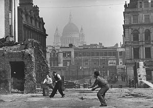 17th October 1945: A group of men playing cricket on a blitzed site in Blackfriars, London, during their lunch-hour, with St Paul's Cathedral in the background. (Photo by Harry Todd/Fox Photos/Getty Images).
