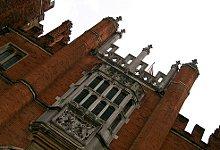 Hampton Court Royal Palace. Photo Credit: edwin.11. C.C.License