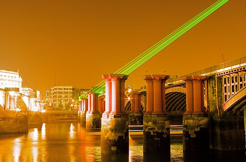 Laser attacks on planes flying over London on the rise, new Met figures show