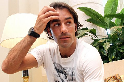 Robert Pires on his way back to north London
