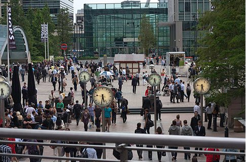 Canary Wharf latest area to get free wi-fi - 'Free public wi-fi is becoming a ri