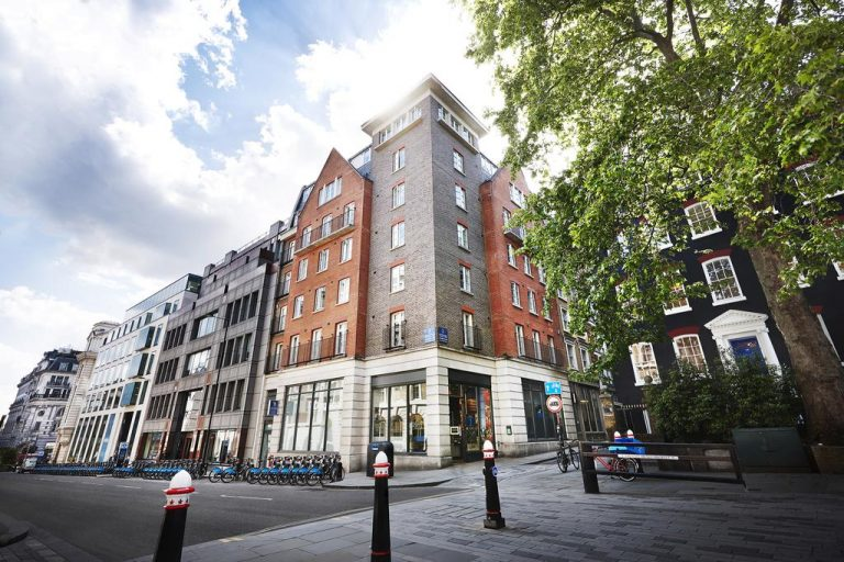 Marlin Apartments Queens Street – The City