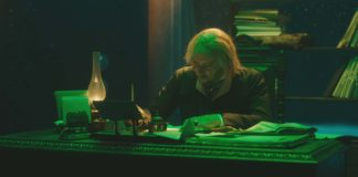 Michael Nunn as Scrooge (Simon Russell Beale) in A Christmas Carol, directed by David Morris and Jacqui Morris. Copyright: Frith Street Films. All Rights Reserved.